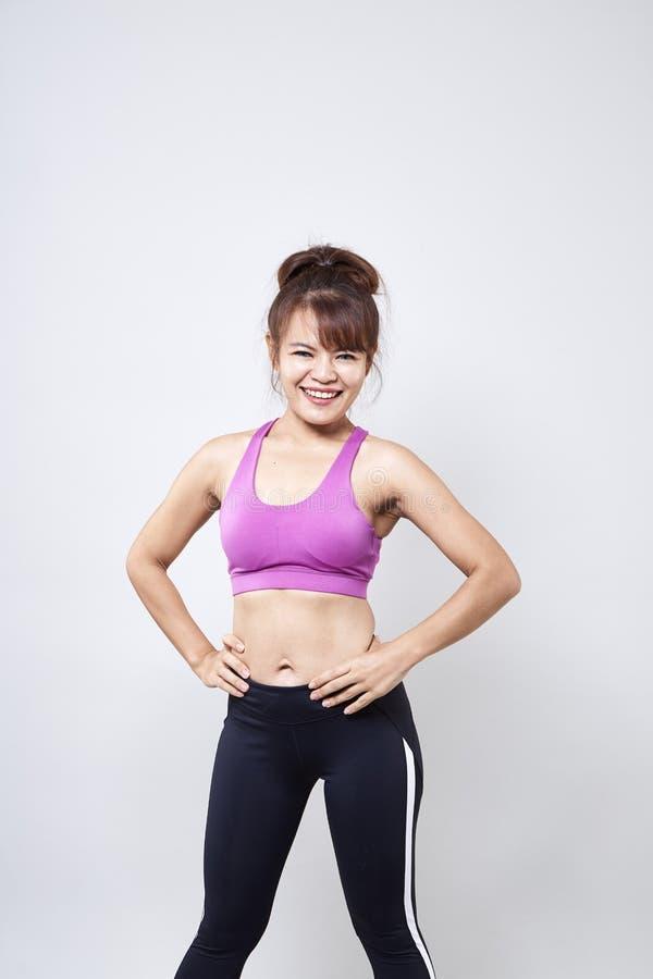 sportswear vestindo da mulher para mostrar seu corpo fotografia de stock royalty free