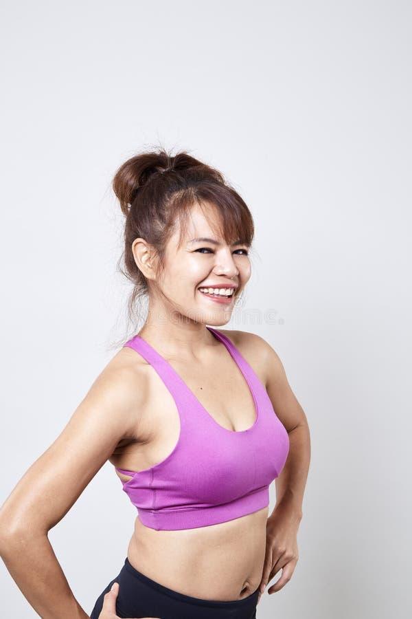 sportswear vestindo da mulher para mostrar seu corpo imagem de stock