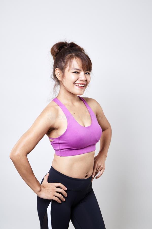 sportswear vestindo da mulher para mostrar seu corpo fotos de stock