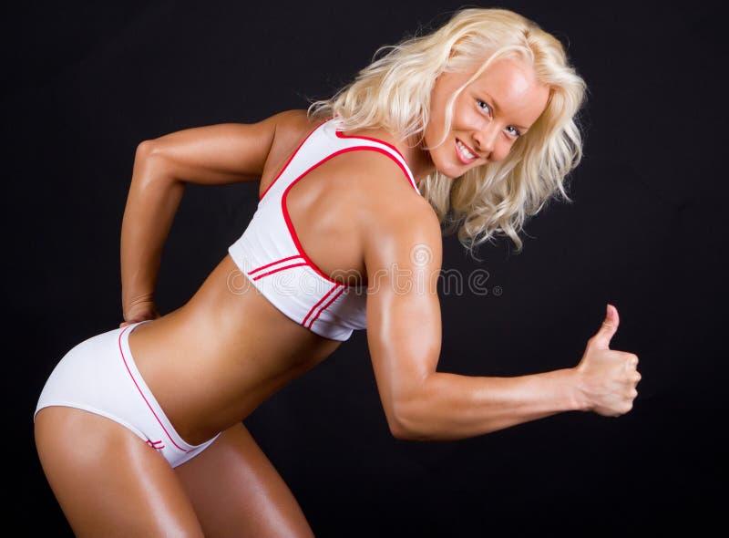 Sportswoman che mostra segno eccellente immagini stock