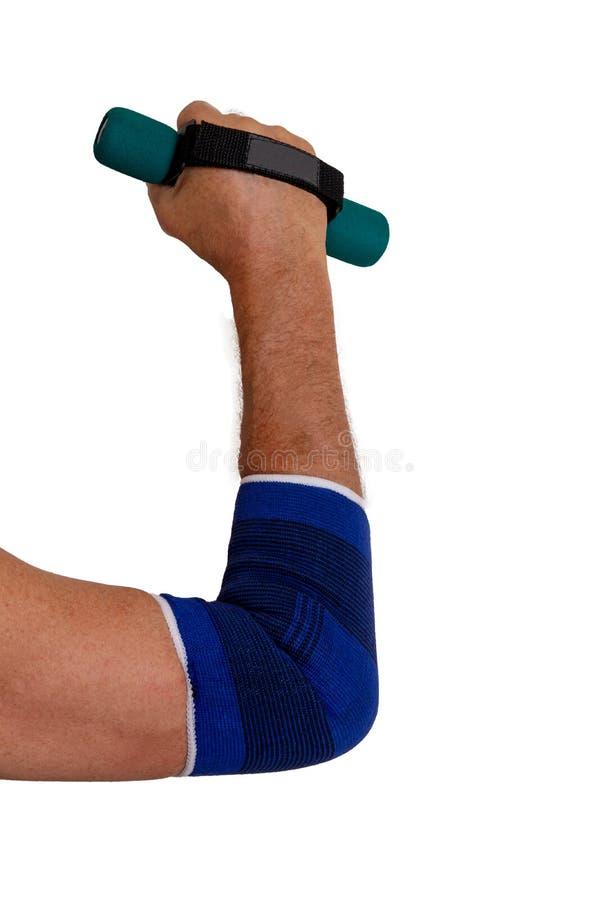 Sportverband Close-up van wapen die van een oudere sportieve actieve mens, met lichtgewicht in hand uitoefenen en zijn elleboog b stock foto's