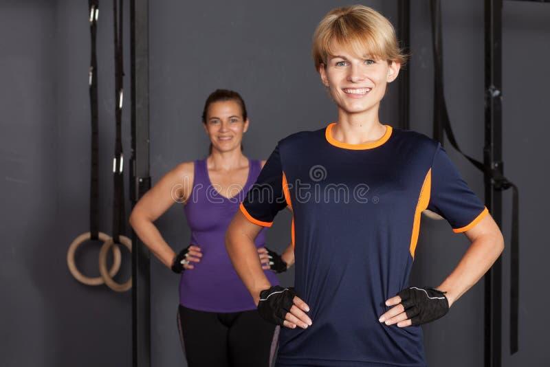 Sportvrouw die camera bekijken stock foto