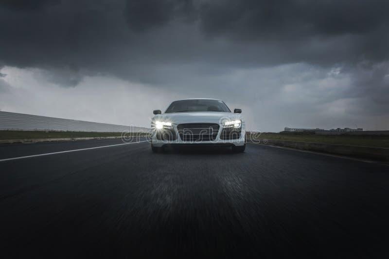 Sportwagen het meeslepen royalty-vrije stock foto's