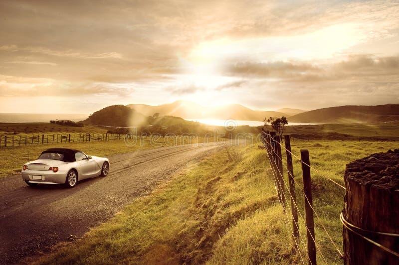 Sportwagenzonsopgang royalty-vrije stock fotografie