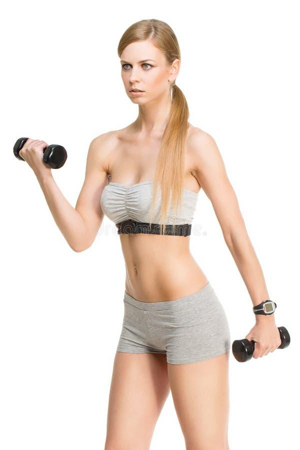 Sporty девушка с гантелями стоковое фото