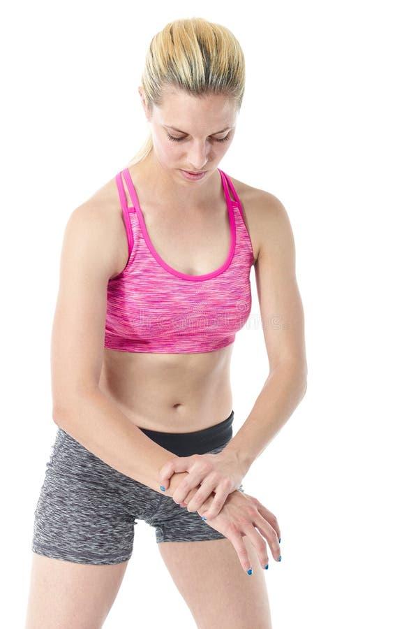 Sporty женщина с тягостным запястьем руки стоковое изображение