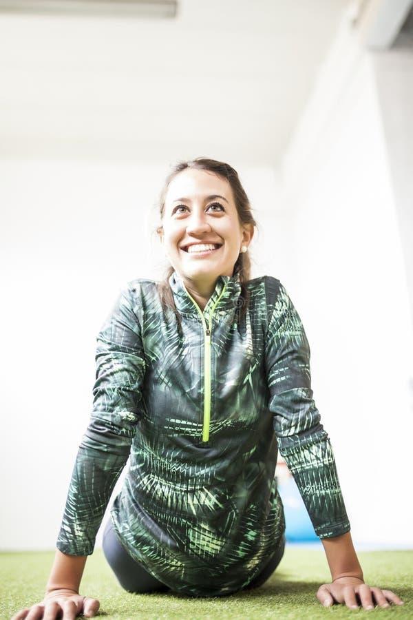 Sporty улыбка женщины стоковые изображения