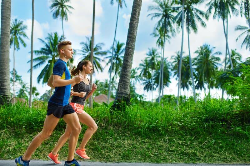 sporty Biegacz pary bieg, Jogging Na drodze Sprawność fizyczna, Zdrowa fotografia royalty free