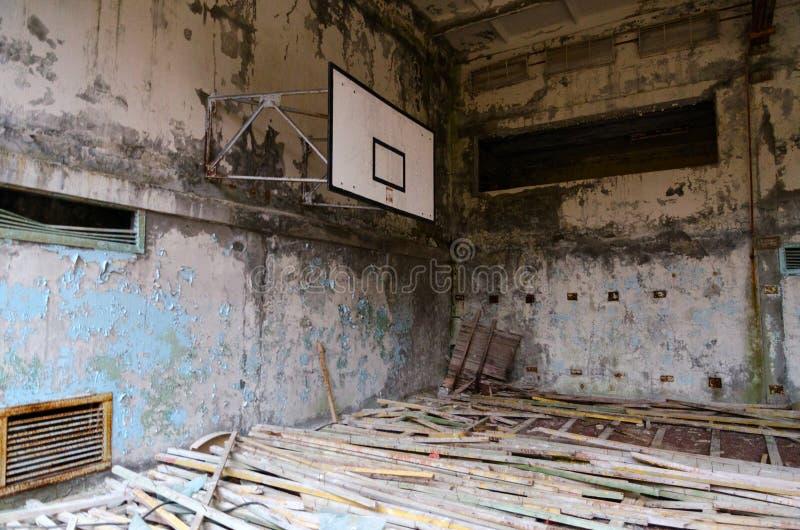 Sporty Hall basenów lazur w nieżywym miasto widmo Pripyat w Chernobyl alienacji strefie, Ukraina obrazy royalty free