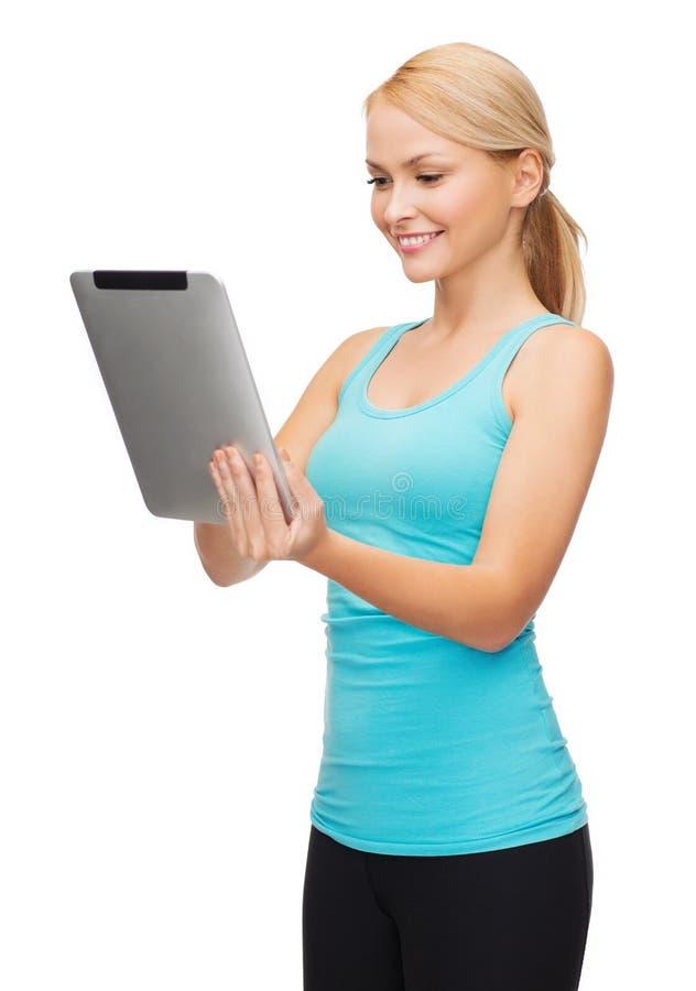 Sporty kobieta z pastylka komputerem osobistym obraz royalty free