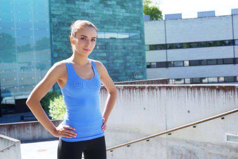 Sporty kobiety trenować plenerowy Sporta i zdrowie pojęcie zdjęcia royalty free