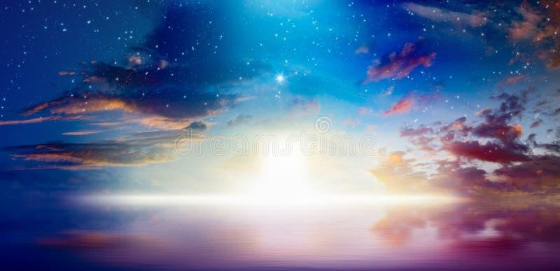Sposób niebo, jaskrawy światło od niebiańskiego drzwi obraz stock