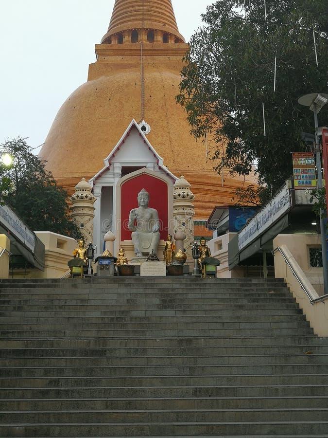 Sposób płacić szacunek duży Buddha wizerunek fotografia royalty free