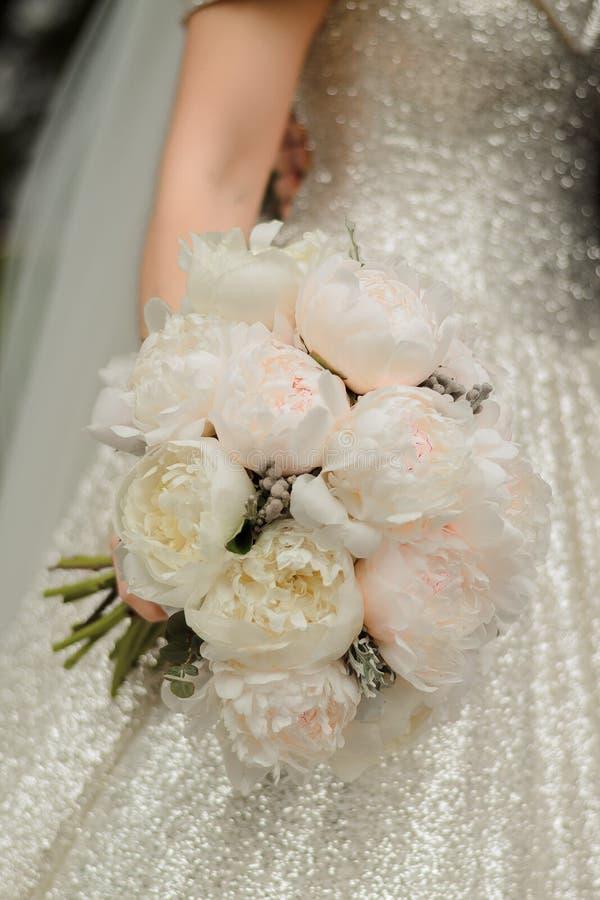 Sposa ad una cerimonia di nozze fotografia stock libera da diritti