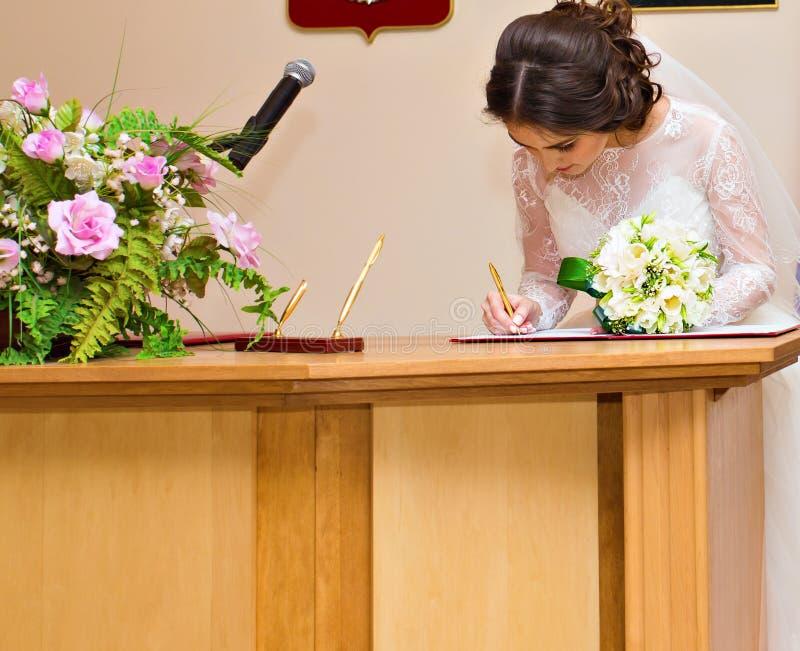 Sposa a cerimonia di nozze immagini stock libere da diritti