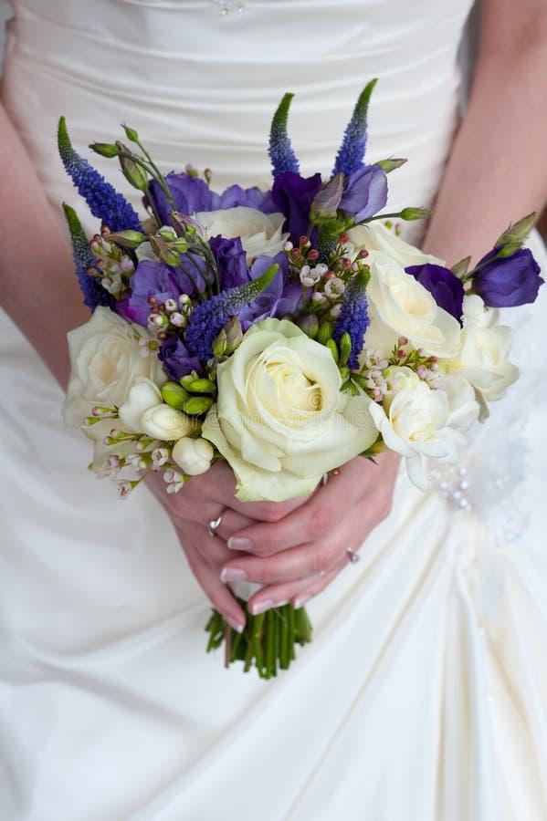 Sposa con il mazzo di cerimonia nuziale immagini stock libere da diritti