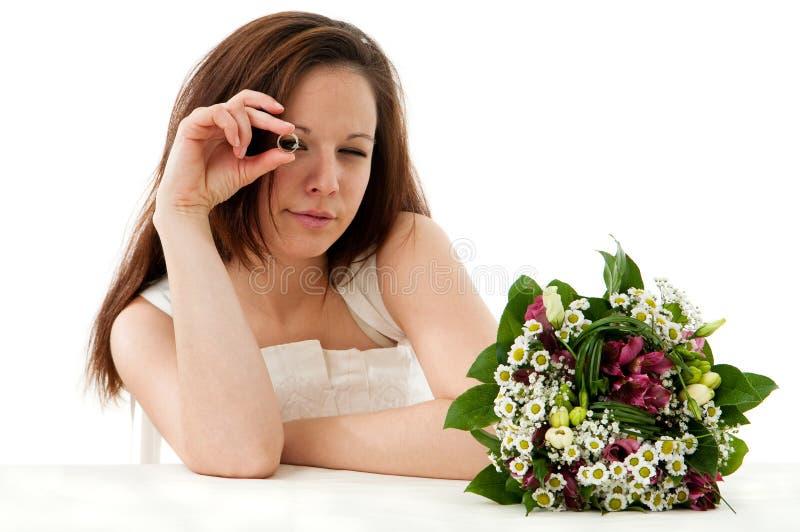 Sposa con l'anello di cerimonia nuziale immagine stock