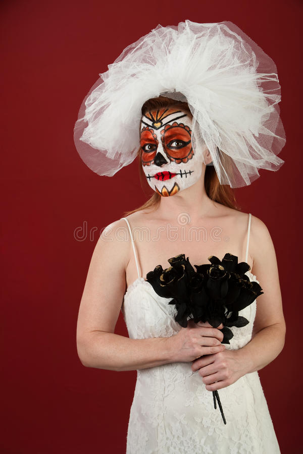 Sposa con le rose nere fotografia stock libera da diritti