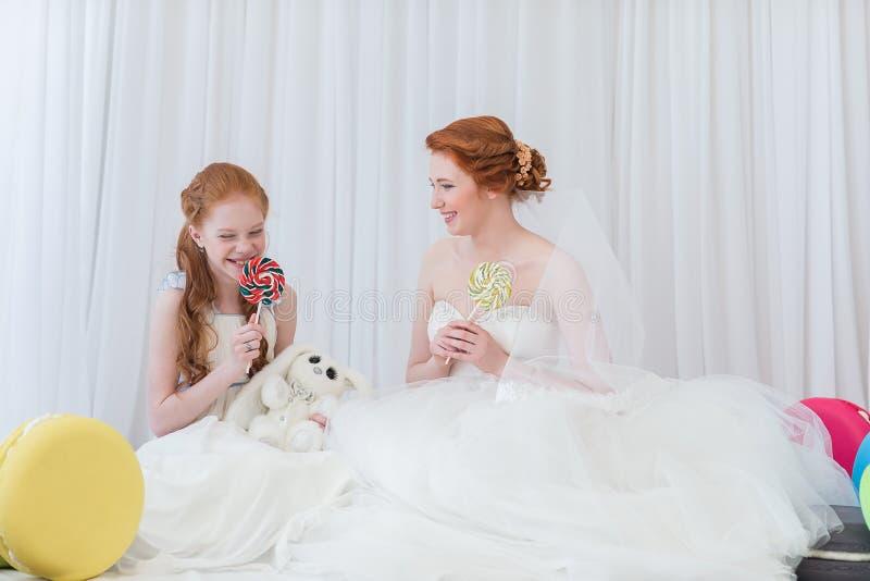Sposa con sua sorella immagine stock libera da diritti
