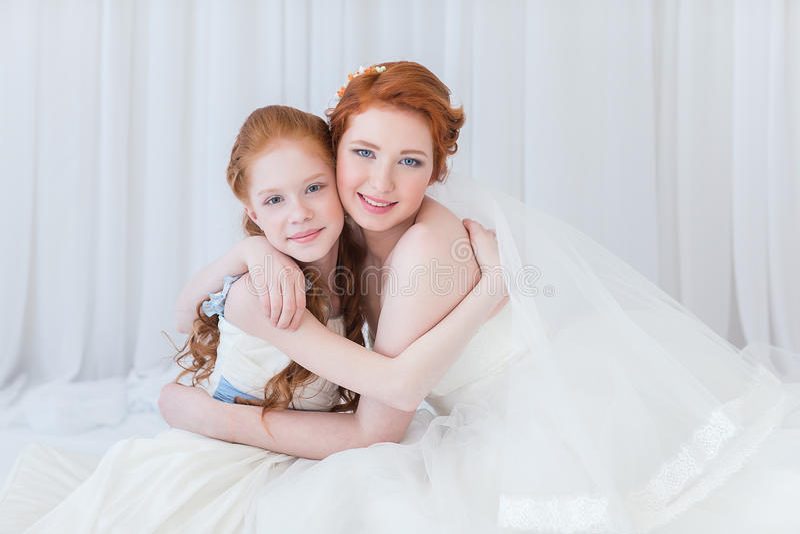 Sposa con sua sorella fotografia stock