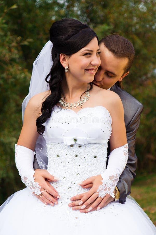 Sposa e sposo felici fotografia stock libera da diritti