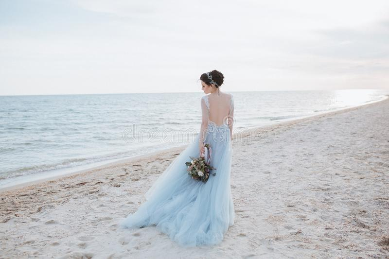 Sposa girata fotografie stock libere da diritti
