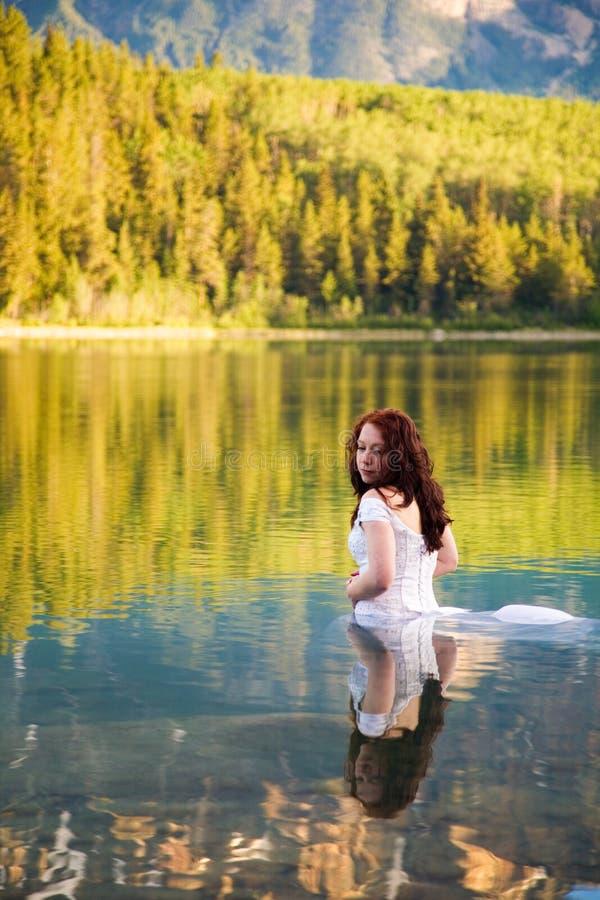 Sposa Nell'acqua Fotografia Stock