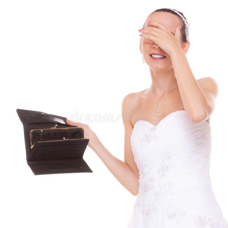 Sposa preoccupata con il portafoglio vuoto Spese di nozze fotografia stock