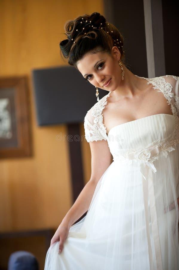 Sposa sorridente del brunette fotografia stock