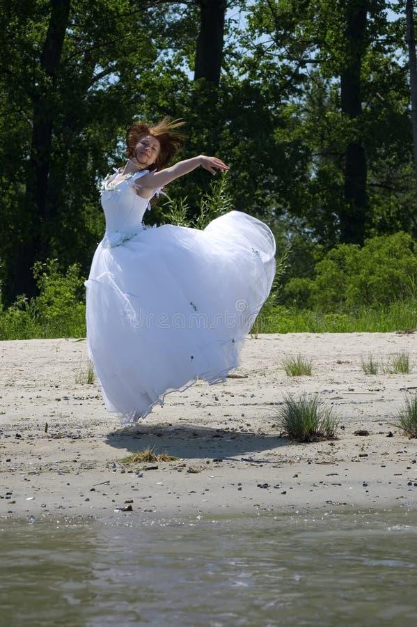 Sposa su una spiaggia fotografia stock