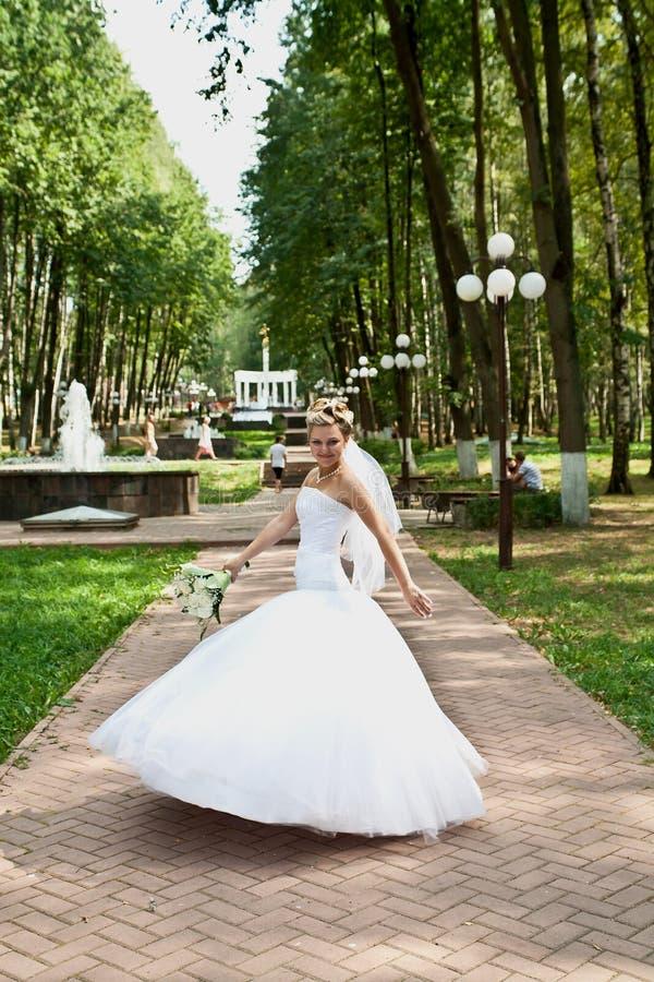 Sposa in una sosta fotografie stock