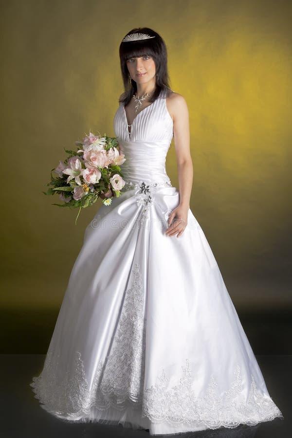 Sposa in uno studio fotografie stock libere da diritti