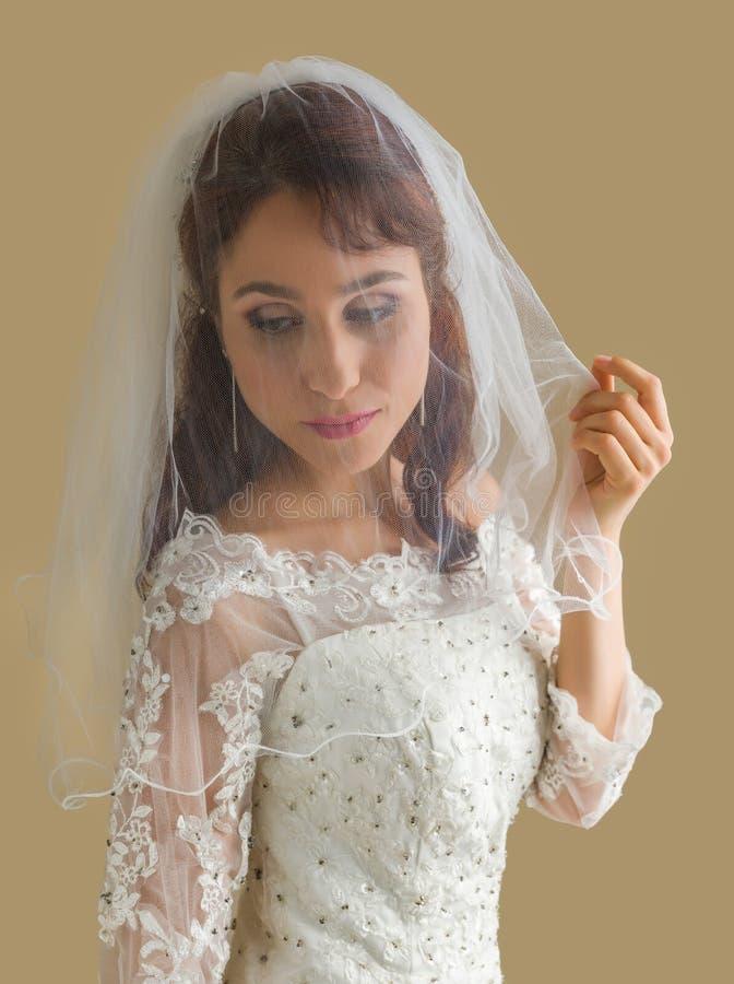 Sposa vaga con il velo bianco immagine stock libera da diritti