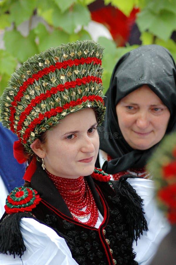 Sposa in vestiti ungheresi tradizionali immagini stock libere da diritti