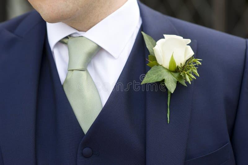 Sposo con il fiore fotografia stock libera da diritti