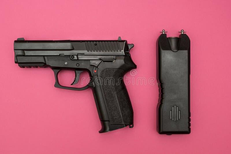 Sposoby ochrona dla kobiet, porażenie prądem maszyny i pistoletu, obrazy royalty free