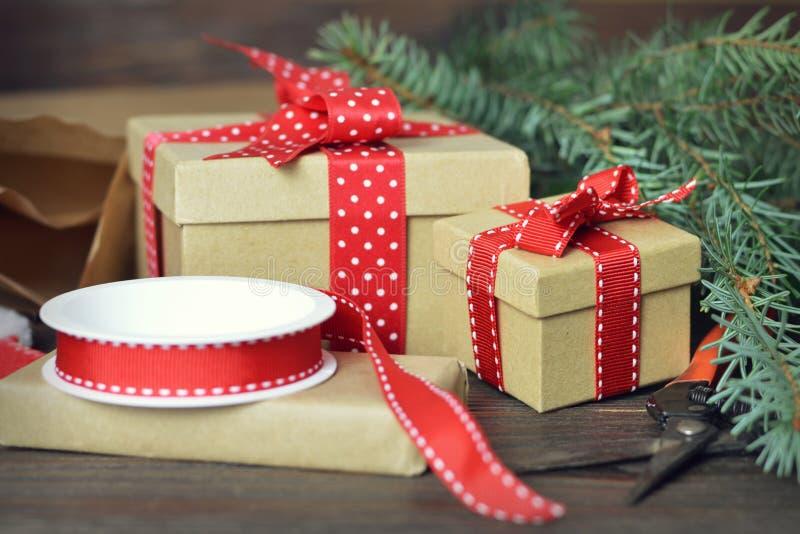Spostamento dei regali di Natale immagini stock