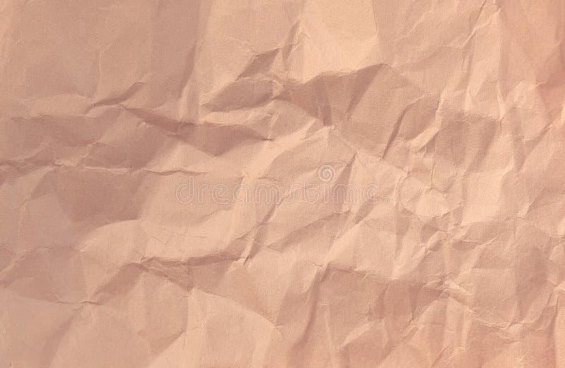 Spostamento del foglio di carta sgualcito su un fondo bianco immagini stock libere da diritti
