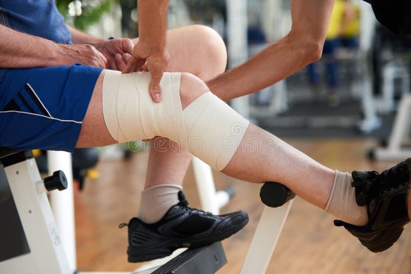 Spostamento della ferita al ginocchio fotografie stock libere da diritti