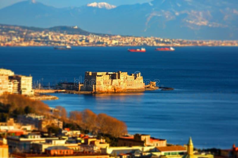Spostamento di inclinazione della spiaggia di Napoli con il castello fotografie stock libere da diritti