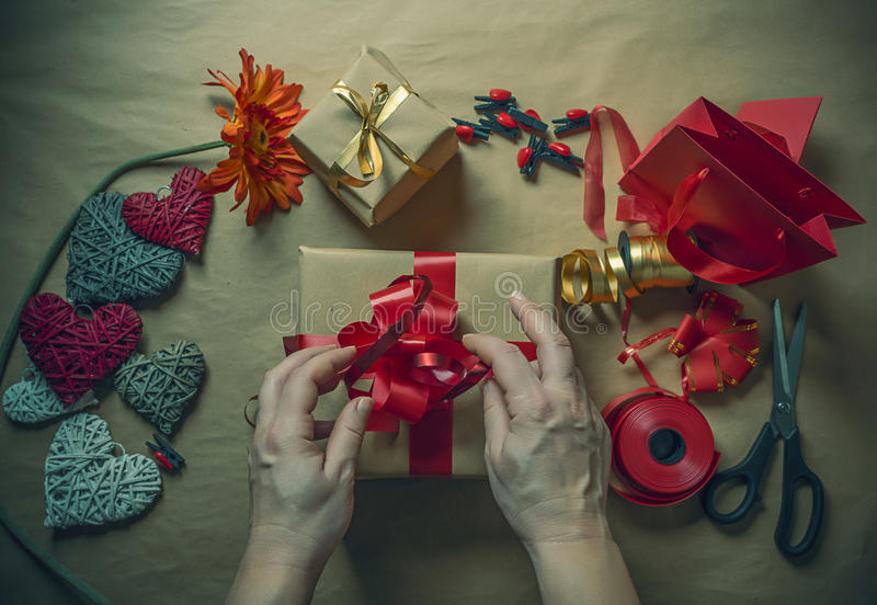 Spostamento di regalo immagini stock libere da diritti