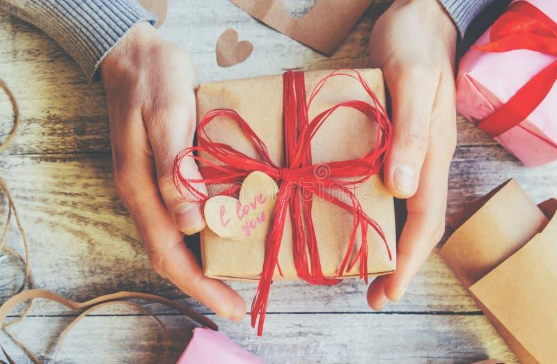 Spostamento di regalo per il caro fotografia stock