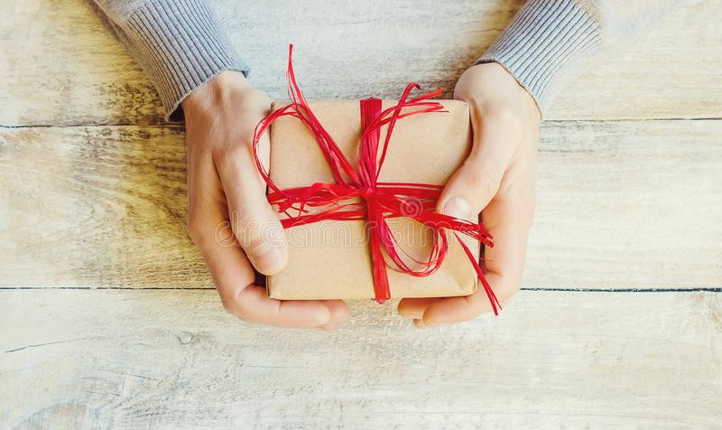 Spostamento di regalo per il caro immagini stock libere da diritti