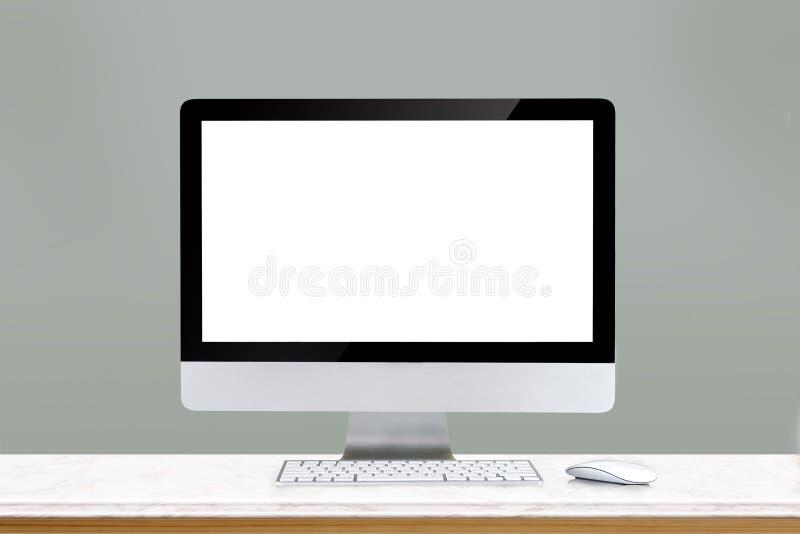 Spot omhoog: Comfortabele werkplaats met moderne bureaucomputer royalty-vrije stock foto