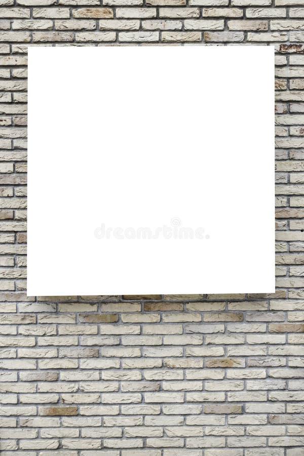 Spot omhoog Lege verticale aanplakborden, affichekaders, die op de bakstenen muur adverteren stock afbeelding