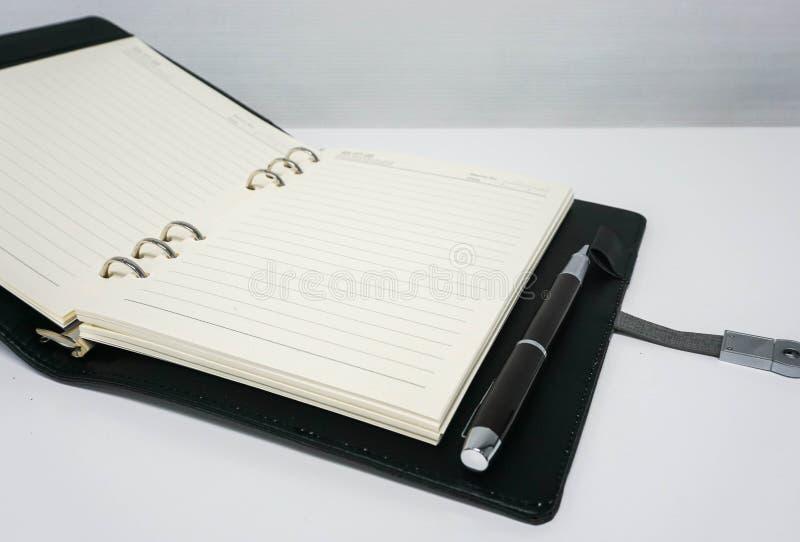 Spot op notitieboekje voor het nemen van notulen van vergadering stock afbeeldingen