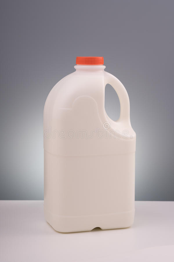 Spot op plastic gallon melk stock foto's