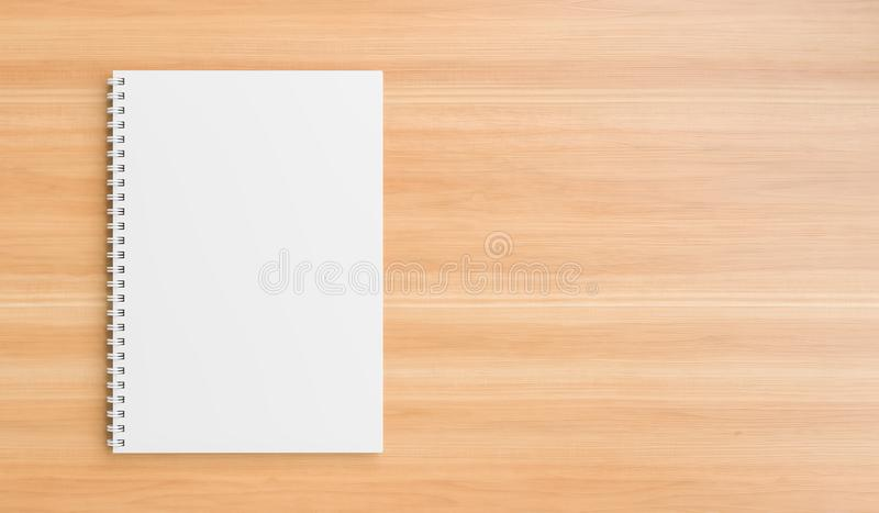 A4 spot van het formaat de spiraalvormige bindende notitieboekje omhoog op houten lijst Realistische notitieboekjespot omhoog 3D  stock afbeelding