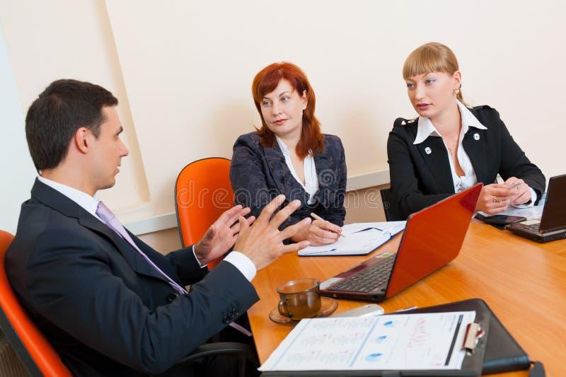 spotkań biznesowi ludzie trzy zdjęcia stock