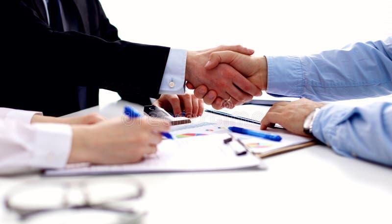 spotkania biznesowy biuro Uścisk dłoni w biurze obrazy royalty free